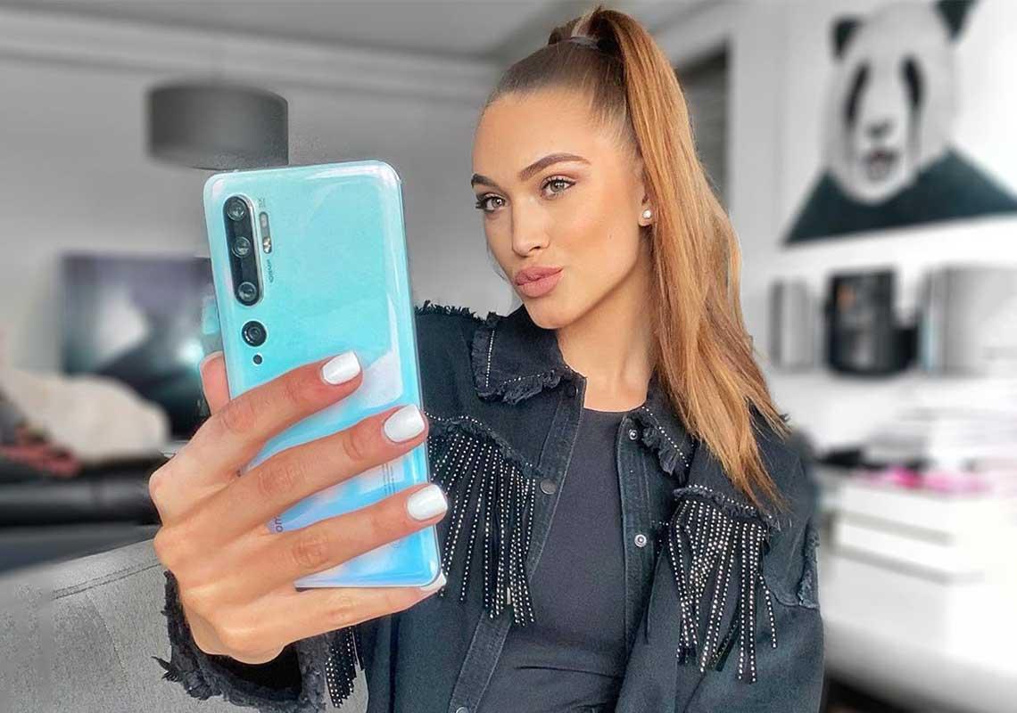 Denisa Spergerová fotí selfie s Xiaomi Mi Note 10